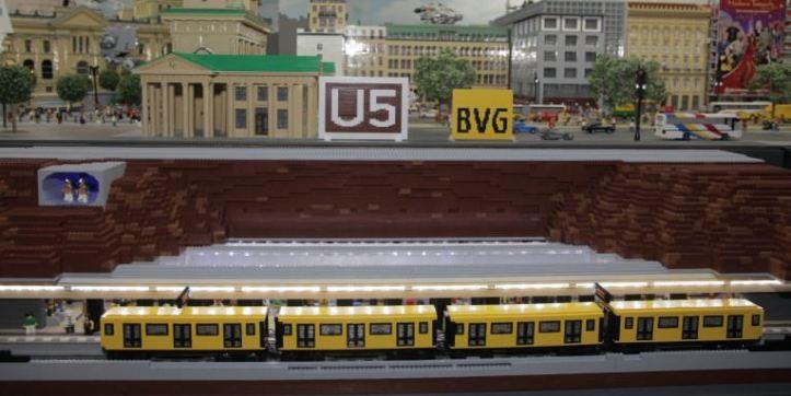 U-Bahnhof-Berlin-Brandenburger-Tor-aus-Lego